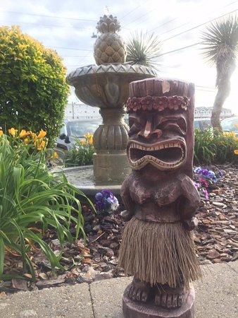 Waikiki Oceanfront Inn: Natalies guardsman here at the Waikiki. He's good luck!