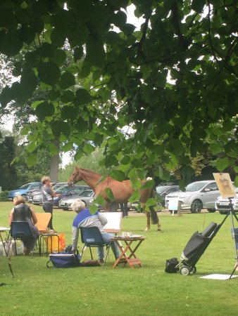Dedham, UK: Come and learn for the best at the Horse Painting workshops held twice a year at Munnings