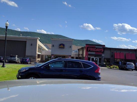 Best Western Williamsport Inn: Hotel & Restaurant Entrances