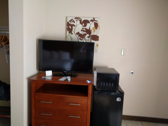 Williamsport, PA: TV, Dresser, Refrigerator & Microwave