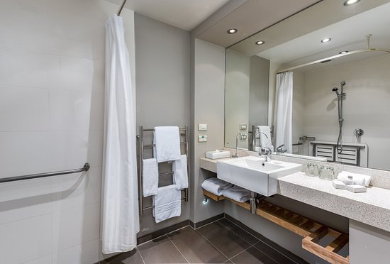 Mount Wellington, Νέα Ζηλανδία: Our newly refurbished bathrooms feature separate shower and bath.