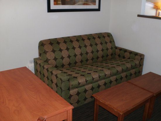 Best Western Plus Denver International Airport Inn & Suites: Fold out couch with wall partition to make you feel like you're in your own room.