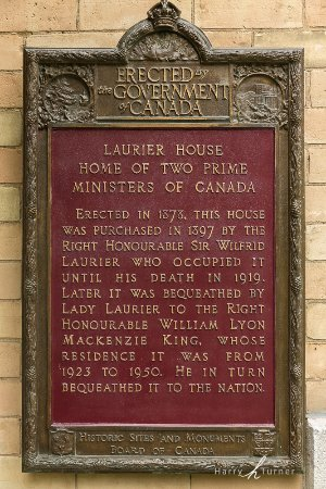 Laurier House National Historic Site : Plaque by Entrance