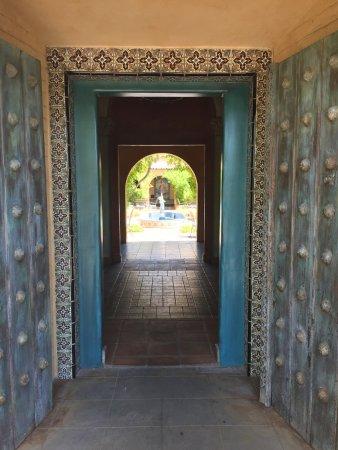 Royal Palms Resort and Spa: entry