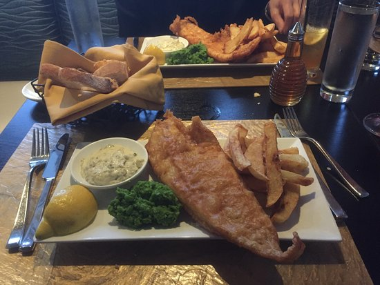 Newtown, CT: Fish and Chips with 'American mussy peas'