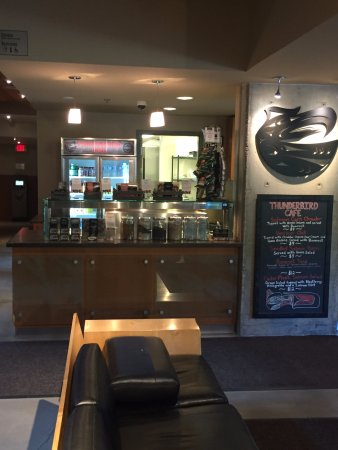 Thunderbird Cafe: counter