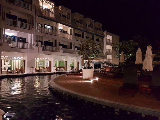 أندامان سي فيو هوتل: night view