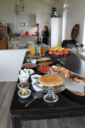 Blonduos, Islândia: Breakfast cooked by owners, including traditional Icelandic food (e.g. dandelion syrup)