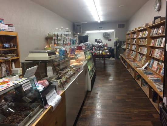 Pekin, IL: Maurie's candy and magazines