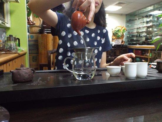 Ten Shang's Tea Co., : Tea Tasting, the first rinse.