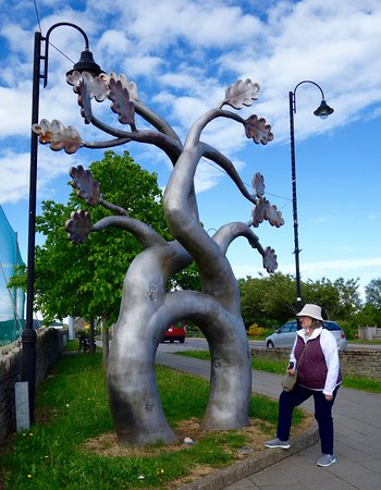 Kee's Hotel, Leisure & Wellness Centre: The Matrimonial Tree in Ballybofey