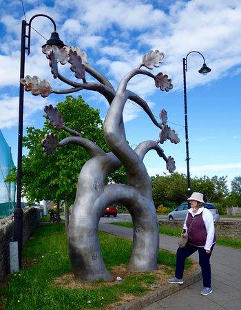 Stranorlar, Ирландия: The Matrimonial Tree in Ballybofey