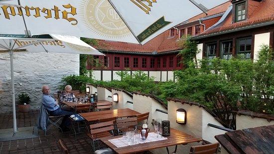 Plauen, Deutschland: Dining on the Terrace overlooking the Courtyard