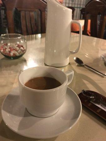 هوتل سنيوريال: Do yourself a favor and order the hot chocolate.