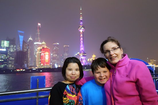 SunnyFlower Services: Sunny with my kid and wife during the Huangpu River cruise