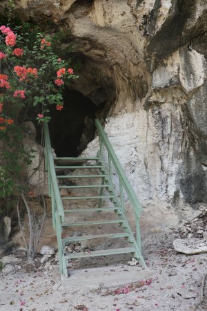 Cayman Brac Beach Resort: Entrance to cave