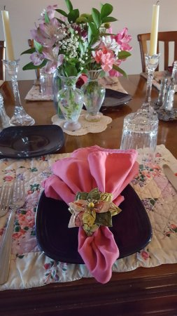 Boreas Bed and Breakfast Inn: Beautiful table settings