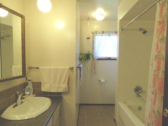 Port Hardy, Canadá: Upstairs bathroom.