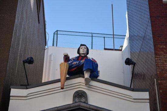 Nakamise Shopping Street (Kaminarimon): Statue nearby Nakamise Streets