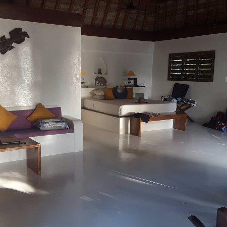 Navutu Stars Fiji Hotel & Resort: Huge room