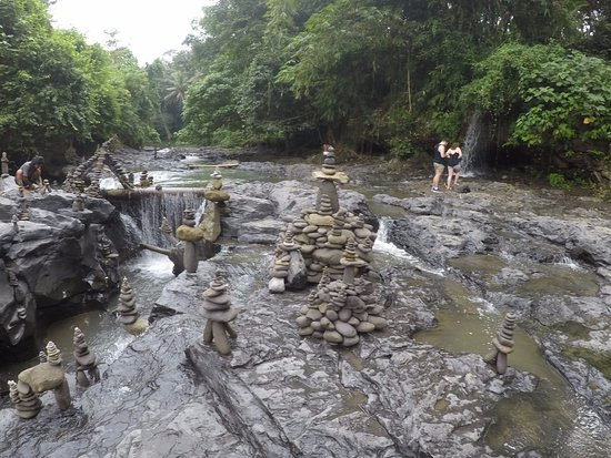Ketewel, Indonezja: Waterfall Rocks