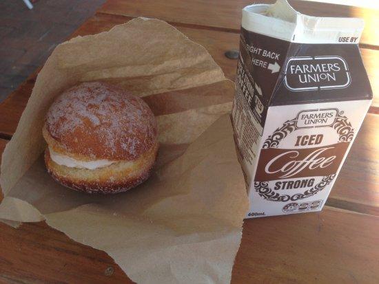 Lyndoch, أستراليا: Kitchener Bun & Iced Coffee