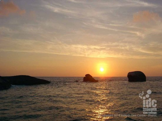Чалонг, Таиланд: Sunset at The Similan Islands on a Phuket Liveaboard