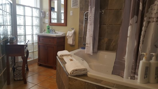 Heartwood Inn and Spa: 20170622_173339_large.jpg