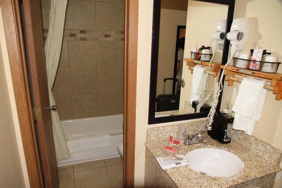 Econo Lodge Inn & Suites Resmi