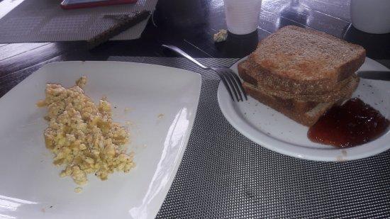 Bocas Paradise Hotel: El mismo desayuno los tres dias que nos hospedamos