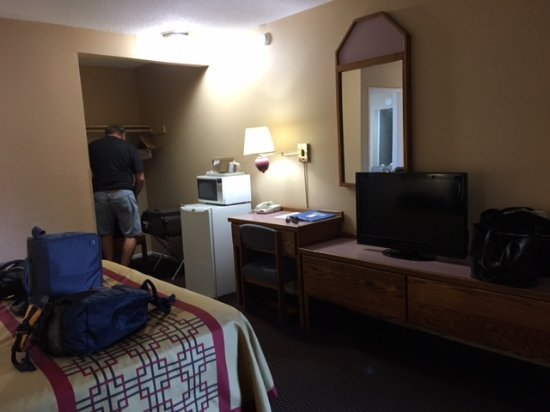 Rodeway Inn Ashland: The other side of the room