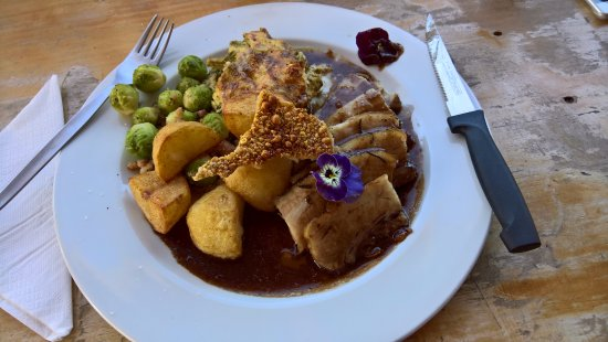Bot River, Sør-Afrika: Sunday Lunch special - roast pork belly, roast potatoes, broccoli bake and brussels with bacon