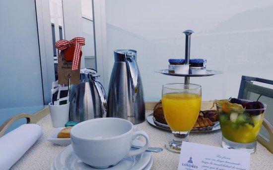 Hotel de Londres y de Inglaterra: Desayuno en la terraza