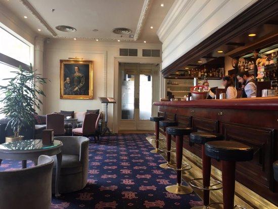 Hotel de Londres y de Inglaterra: Bar del hotel