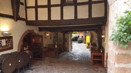 Hotel De La Couronne : Entrata dell'hotel