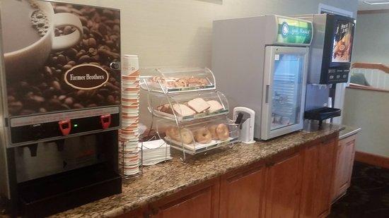 Florissant, Миссури: breakfast (coffee available all day)