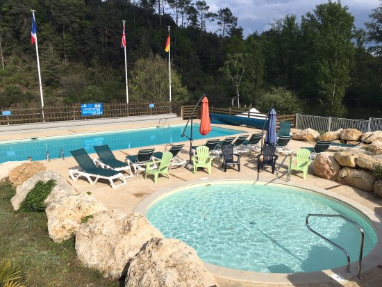 Une partie de la piscine picture of camping le val d for Piscine ussel