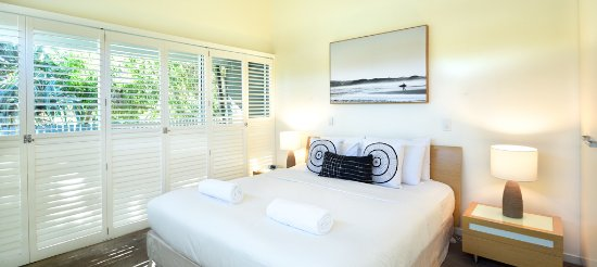 East on Byron: Beach House Master Bedroom