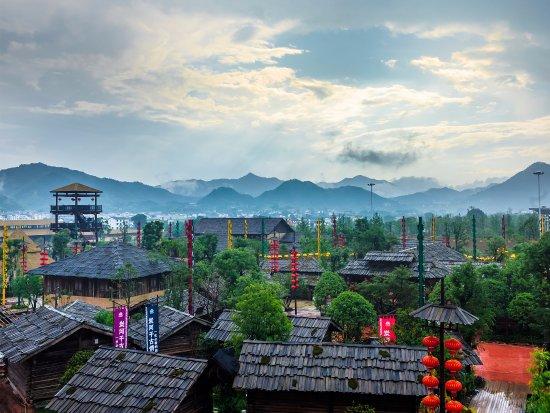 Ningxiang County, China: 宋城炭河古城俯瞰景区全景