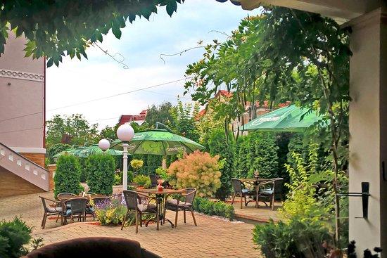 Bistrita, Rumänien: Ambiente und Einrichtungen im Hof