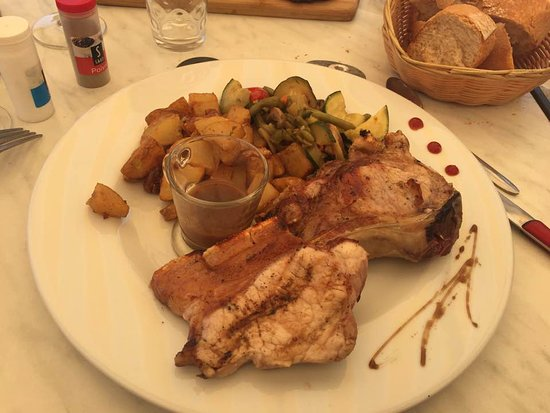 Trausse, France: Mains