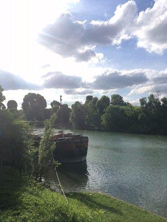 Champigny-sur-Marne, Francia: au bord du camping la marne