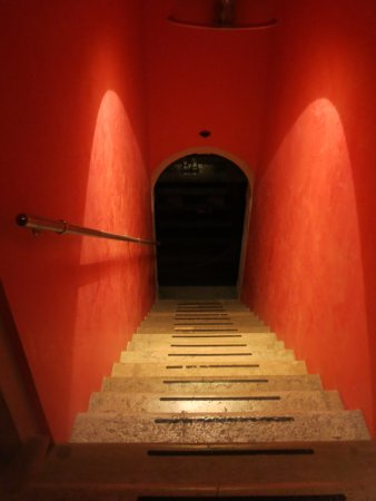 Palazzina: Entryway to the room
