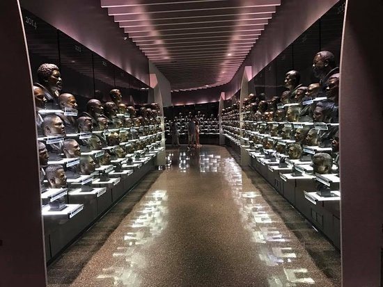 Pro Football Hall of Fame: Busts