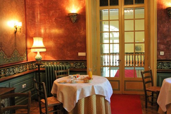 chateau de valmousse prices guest house reviews lambesc france tripadvisor. Black Bedroom Furniture Sets. Home Design Ideas