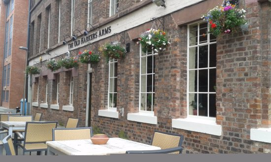 The Old Harkers Arms: Canal side pub