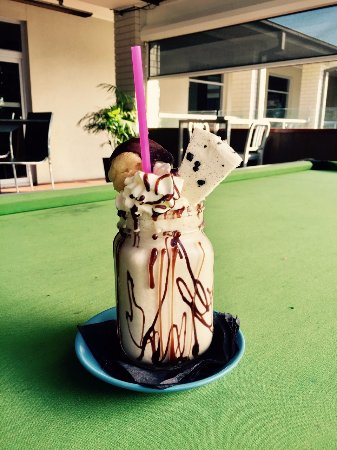 East Maitland, Australia: Cookies & Cream Freakshake with Baileys