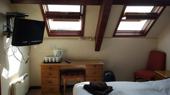 Cornishman Inn Tintagel: Ventanas sin cortinas ni contraventanas.