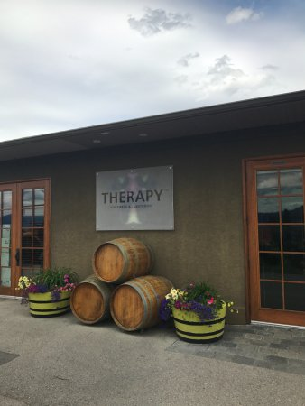 Naramata, Canada: Therapy Vineyards Drop off