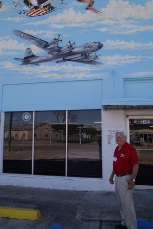 Houma, LA: Directeur du musée et pilote du bombardier au dessus